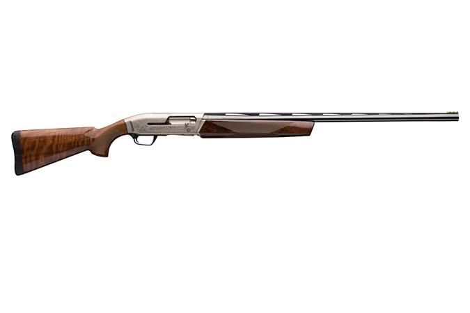 "Browning Maxus Sporting 12 Gauge Shotgun - Item #: BR011-616304 / MFG Model #: 011616304 / UPC: 023614071303 - MAXUS SPORTING 12/28 3"" BL/WD# 5 INVECTOR PLUS CHOKE TUBES"